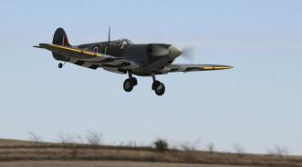 Hangar 9 Spitfire IXC 30cc ARF:Landing