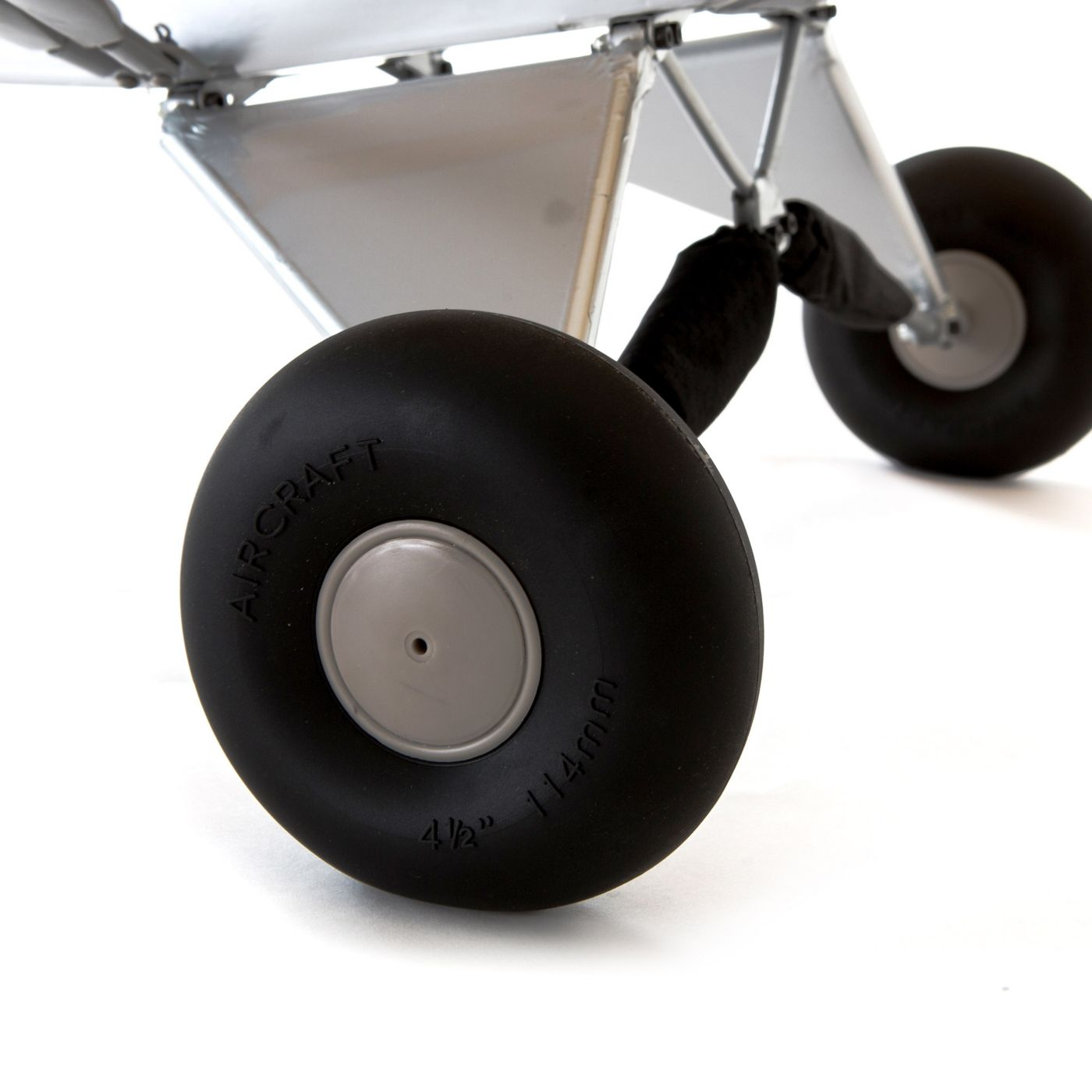 Hangar 9 Carbon Cub RC Airplane: Landing gear.
