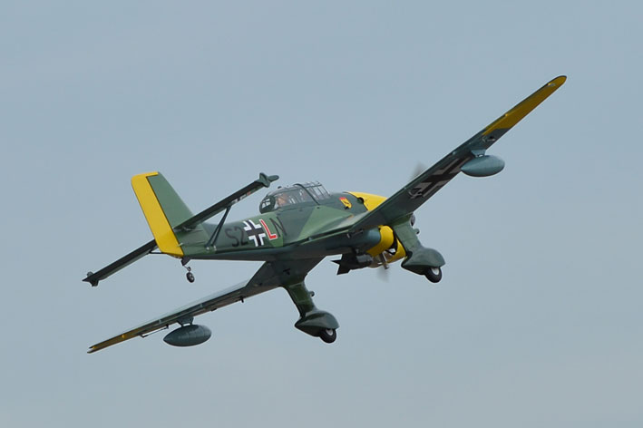 The Phoenix Stuka Ju 87 1 20 20cc Or Electric Power